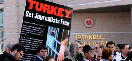 Turkey_Journalists_protest_cropped1