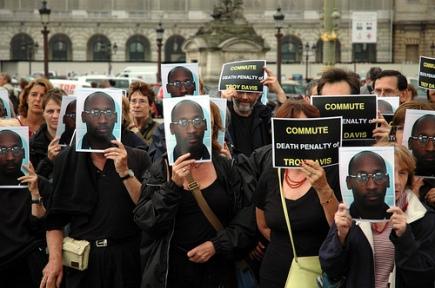 2008, autor World Coalition Against the Death Penalty, paryska demonstracja