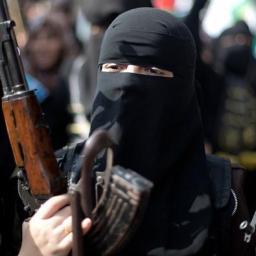 """""""Czarne wdowy"""", czyli o kobietach-terrorystkach"""