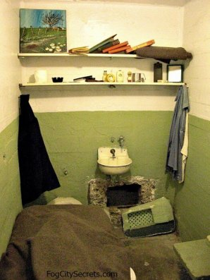xalcatraz-prison-tours-escape-cell.jpg.pagespeed.ic_.7vd4r2uygi