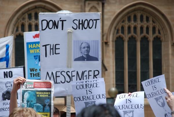 Demonstracja przed Sydney Town Hall, grudzień 2010. Fot. Elekhh Wikimedia Commons.JPG